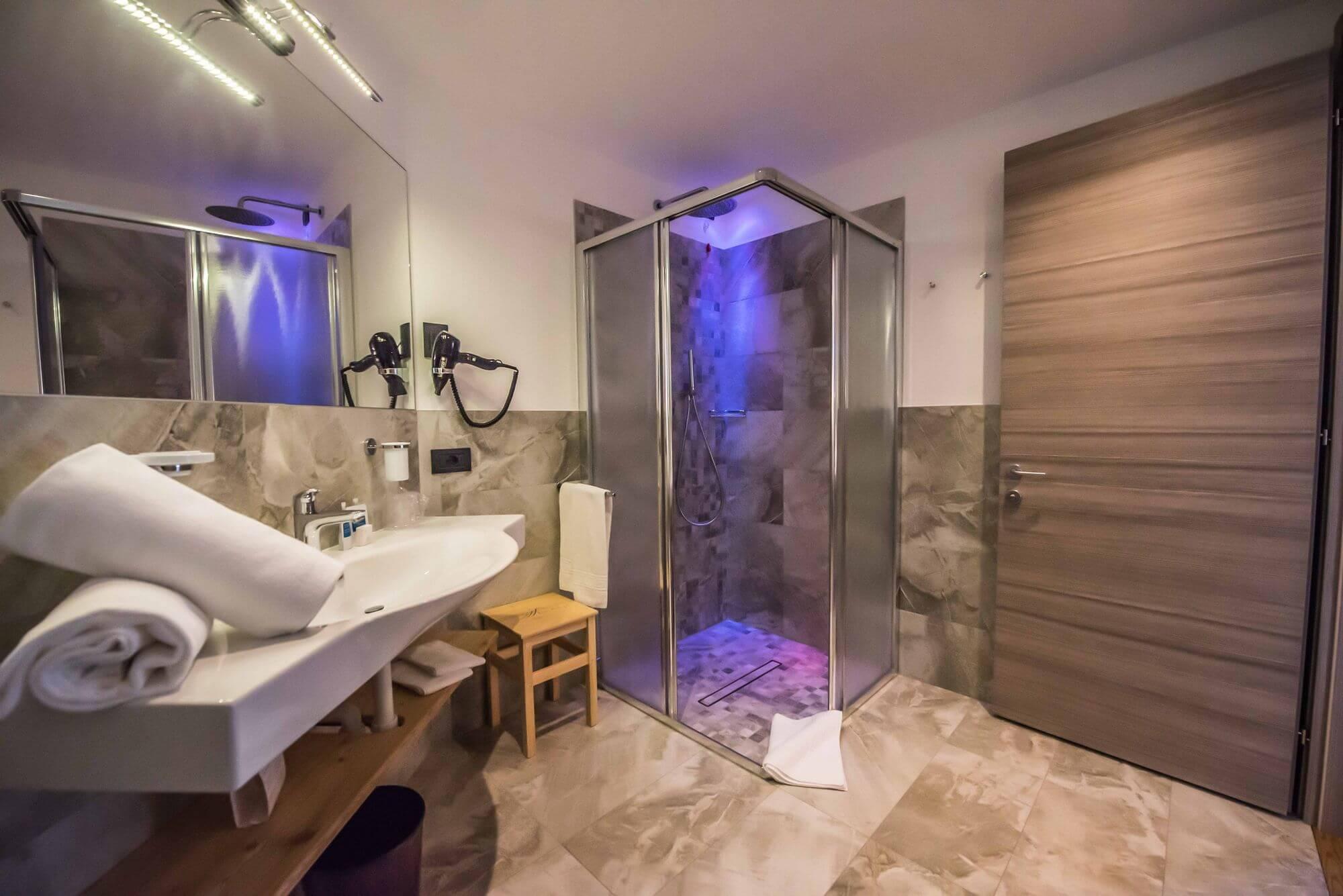 Bagno con tutti i servizi: Junior Suite Hotel Le Alpi a Livigno
