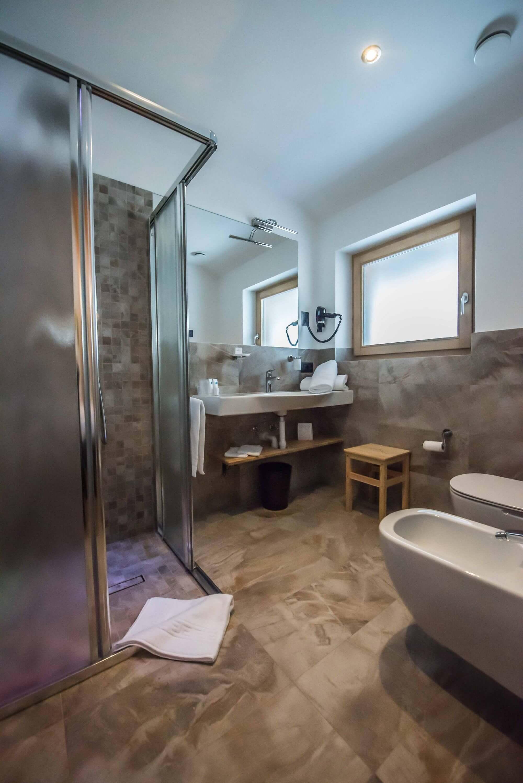Bagno con doccia: Hotel Le Alpi a Livigno