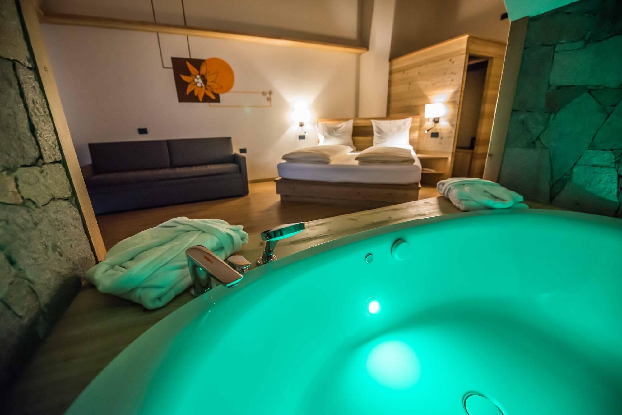Vasca idromassaggio con luci emozionali: Hotel Le Alpi a Livigno