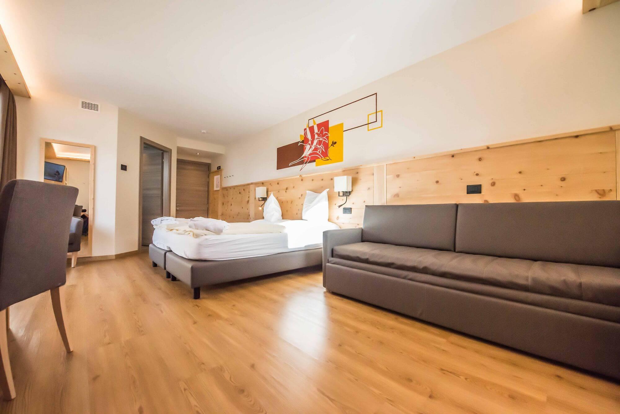 Junior Suite con pavimento e pareti in legno: Hotel Le Alpi