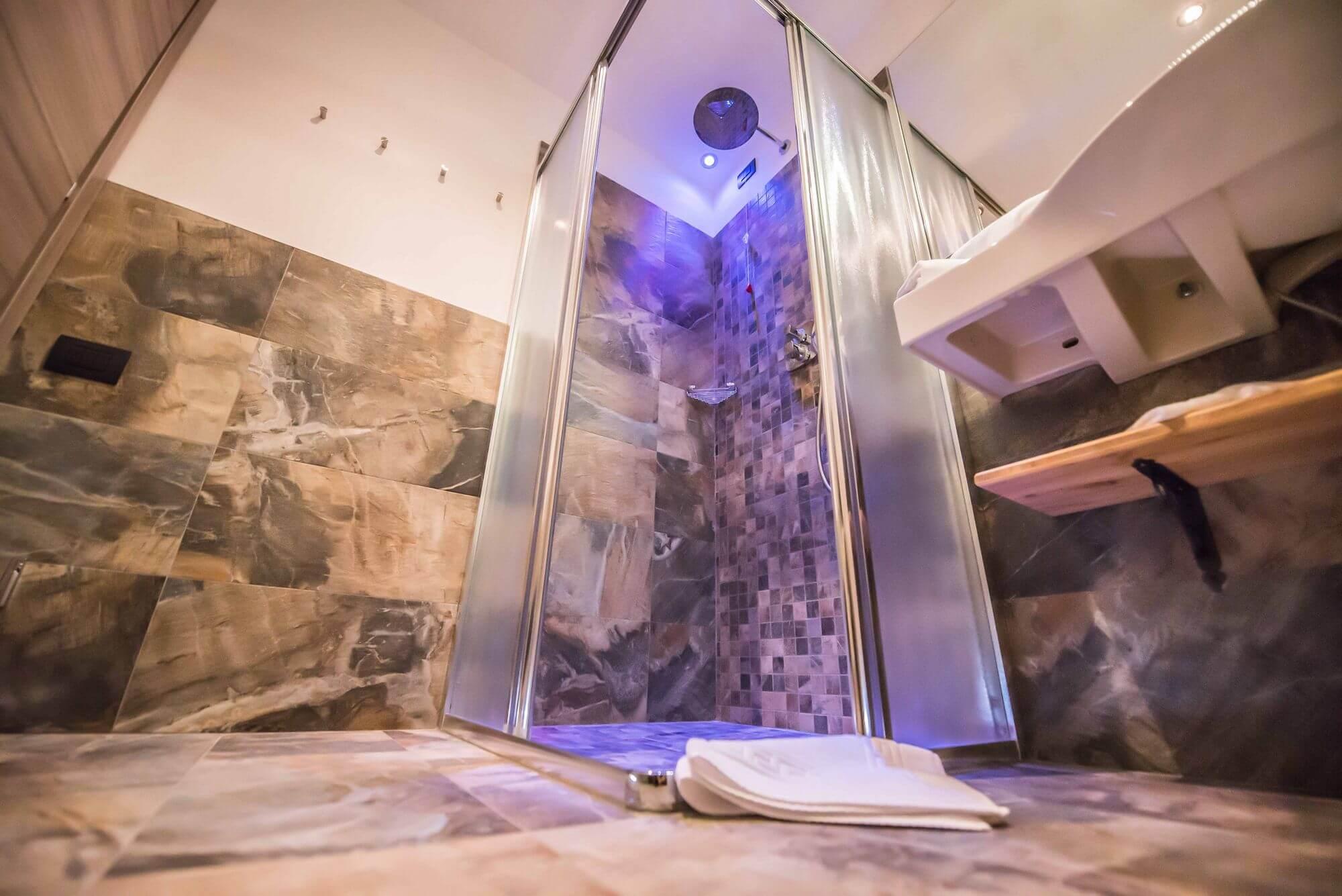 Dettaglio dell'angolo doccia: Hotel Le Alpi a Livigno