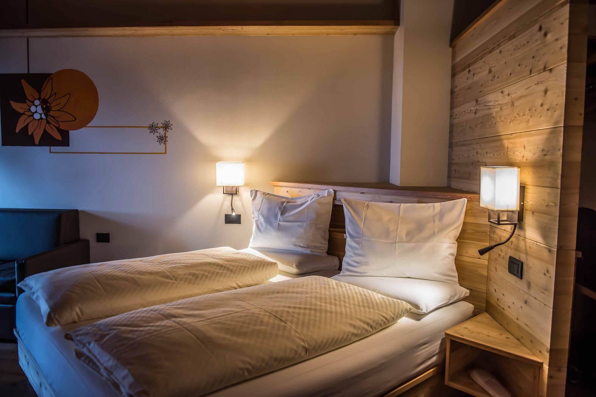Letti con testiere in legno: Hotel Le Alpi a Livigno