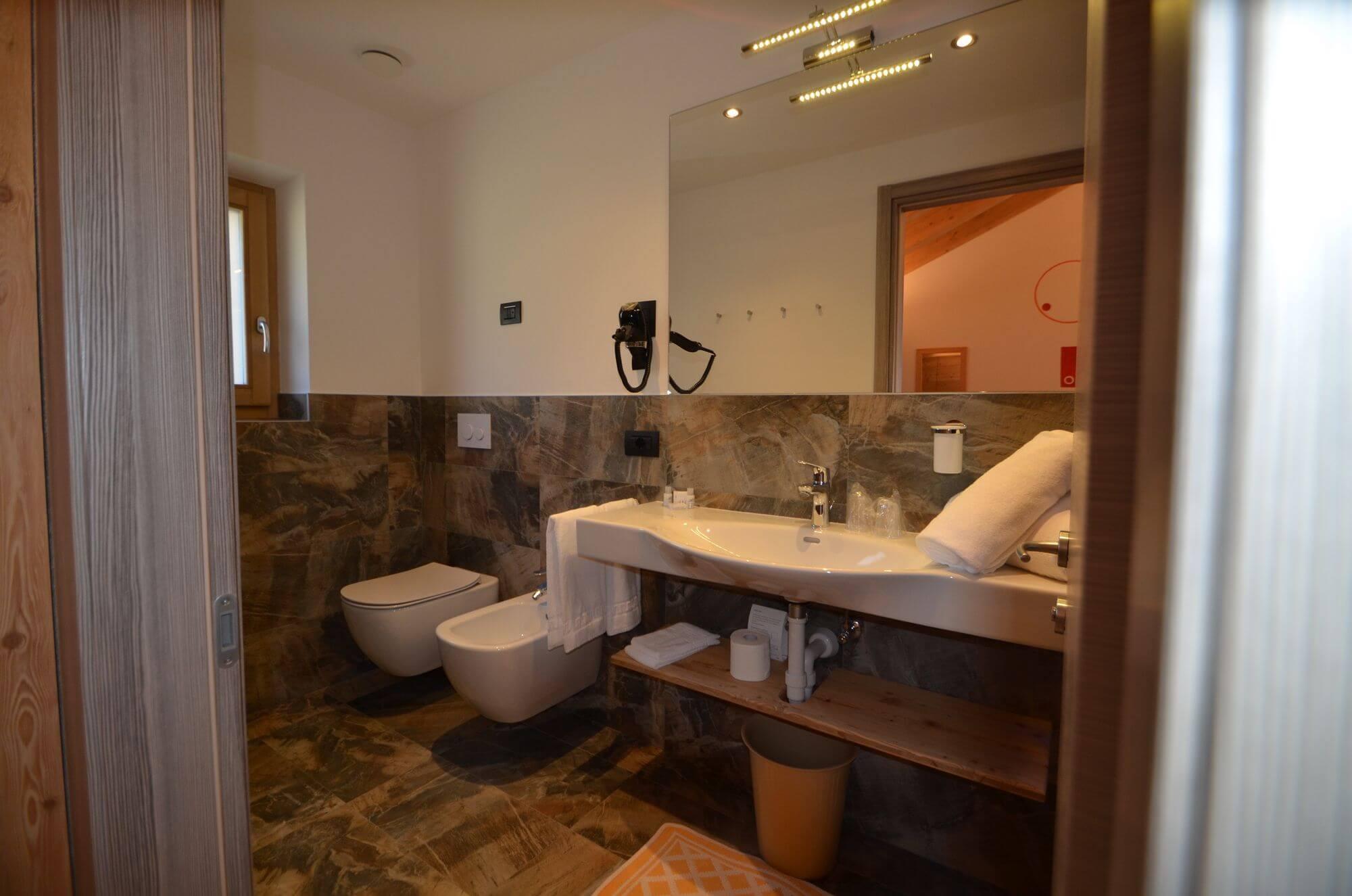 Il bagno della Camera Classic: Hotel Le Alpi a Livigno