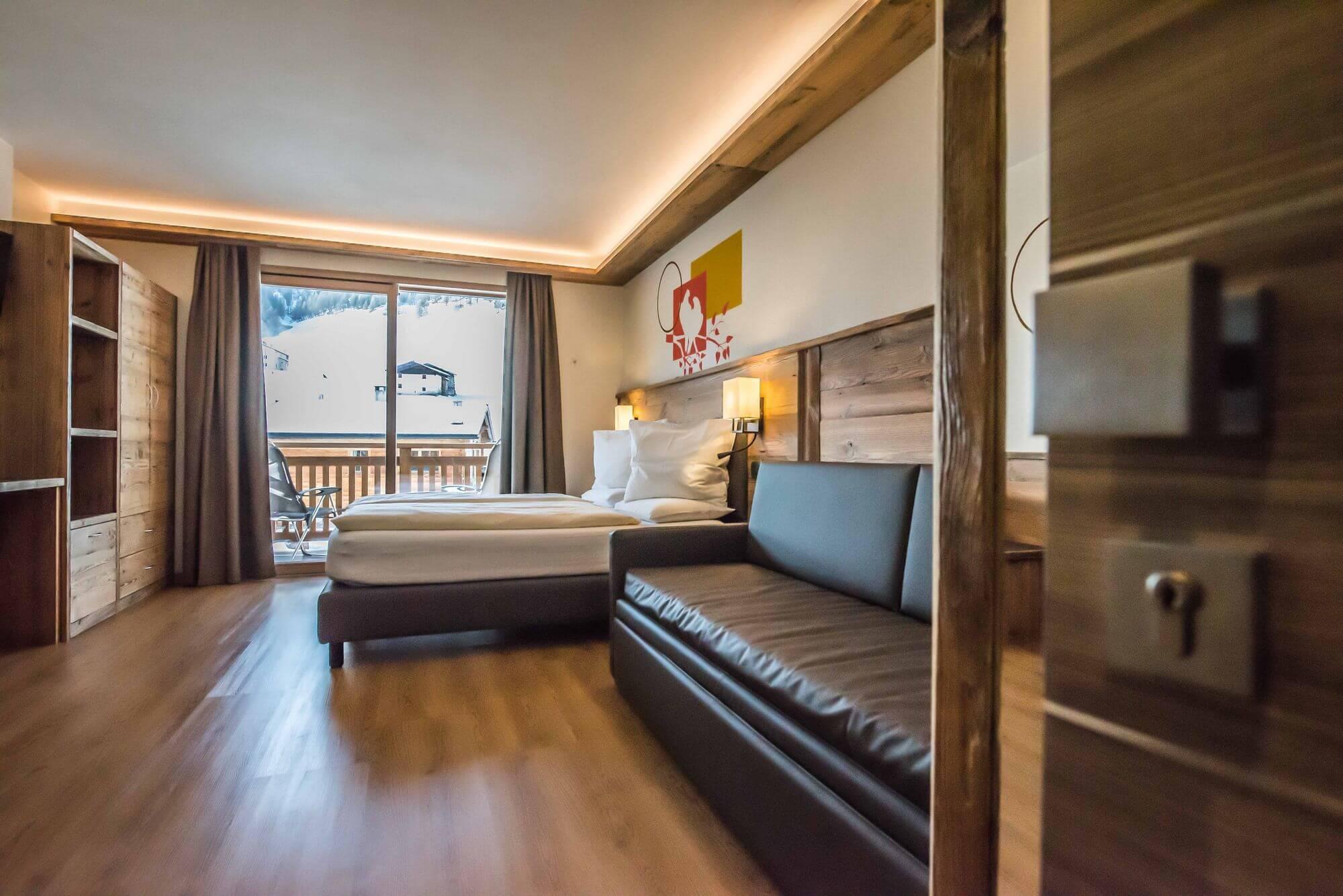 Camera con divano in pelle: Hotel Le Alpi a Livigno